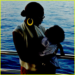 beyonce-shares-new-blue-ivy-photo-for-the-holidays