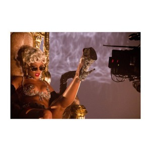 rihanna-pour-it-up-video-3